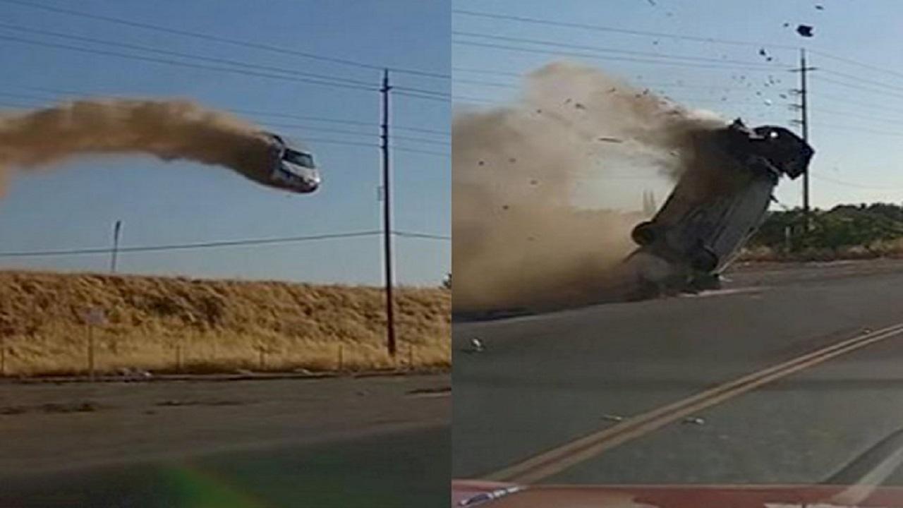 Viral Video Mobil Kecelakaan, Terpental ke Udara dan Nyaris Menabrak Tiang Listrik