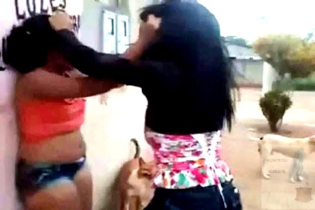 Mulher agredida pela companheira chama a polícia e também vai presa
