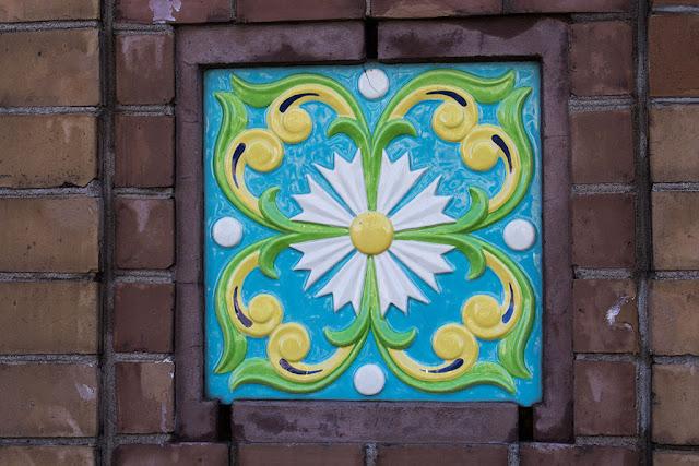Фрагмент мозаики с ограды Михайловского парка