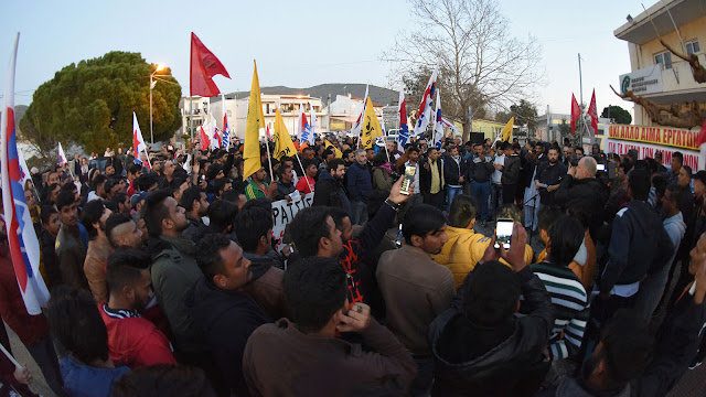 Μαραθώνας: «Έλληνες και ξένοι, εργάτες ενωμένοι»