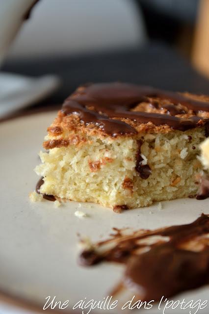 Tarte à la noix de coco, sauce chocolat