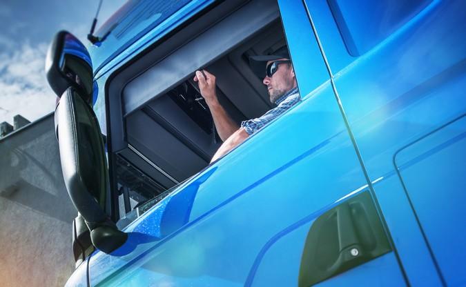 Candidatos a vagas de motoristas poderão fazer testes em simulador de direção no Paraná