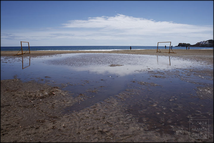 playa,inundada,campo,futbol,porterias,nube,reflejo