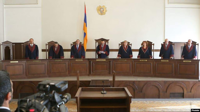 Armenia suspende referéndum del Tribunal Constitucional