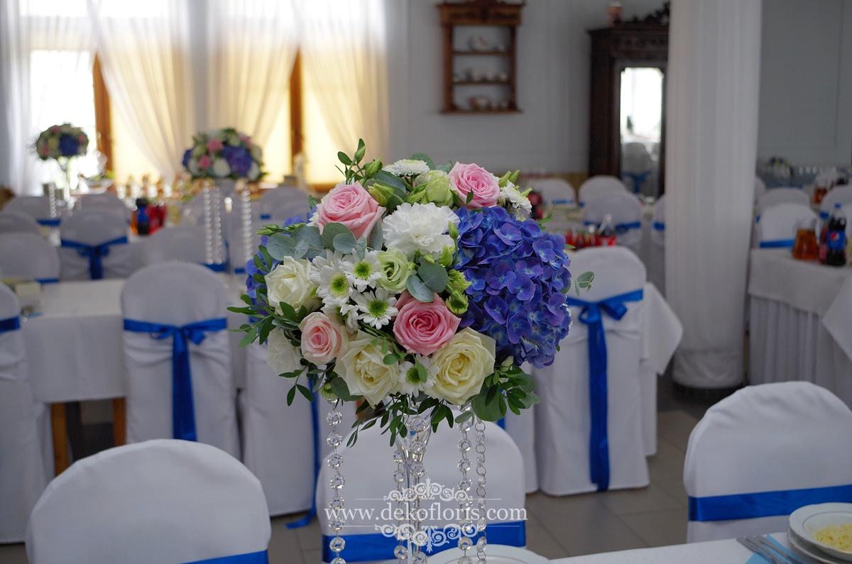 Dekoracje wesela w kolorze chabrowym i różowym Kopice