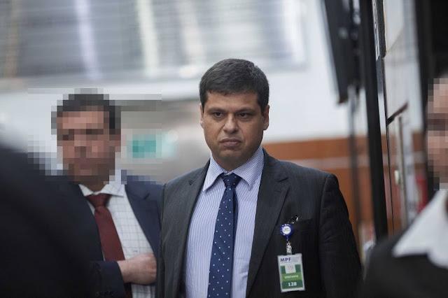 Fachin alivia pra Miller e diz em sentença que não há elemento indiciário suficiente pra prisão do ex procurador