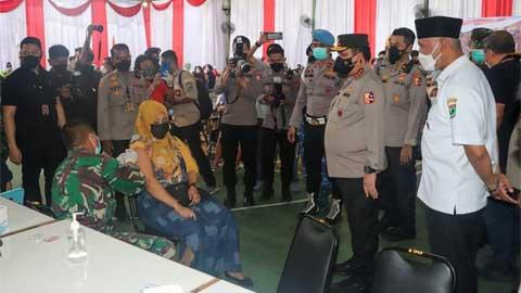 Mahyeldi Dampingi Wakapolri Tinjau Vaksinasi Massal di Kampung Pondok