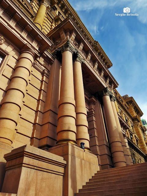 Vista da Escadaria e fachada do Palácio da Justiça SP - Sé - São Paulo