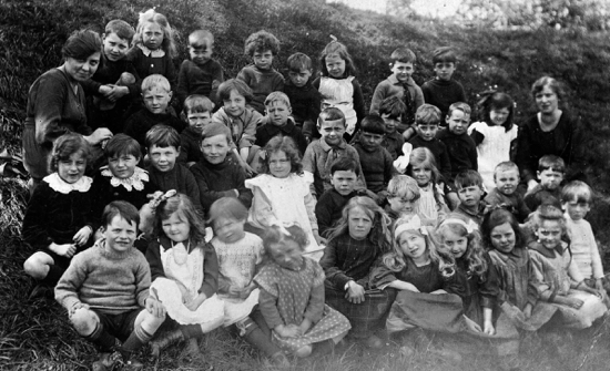 Photograph of the Pupils of Water End School c1920