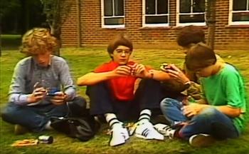 Dokumentasi patrick saat bermain rubik bersama temannya bahkan dia juga mengajarkan cara menyelesaikan rubik