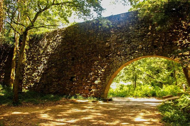 Acueducto. Bosque encantado. Galicia