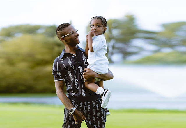 Wizkid Arrives Lagos With Son Ahead Of Christmas Celebration