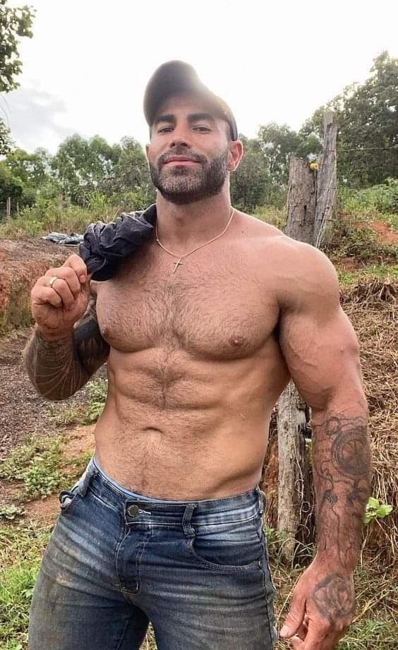 torso de campesino peludo