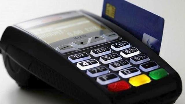 """Διπλό το """"πέναλτι"""" της εφορίας αν ο φορολογούμενος δεν ξοδέψει το 30% του εισοδήματος με κάρτα"""