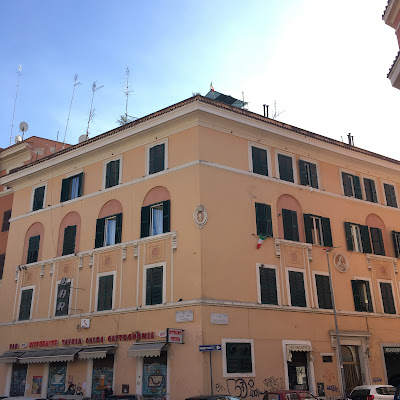 Cava Aurelia Palazzo giallo