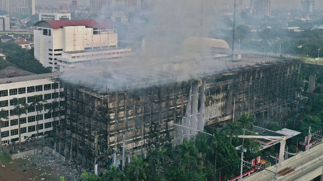 Pengamat Singgung Kans 'Sabotase' Kebakaran Gedung Kejagung