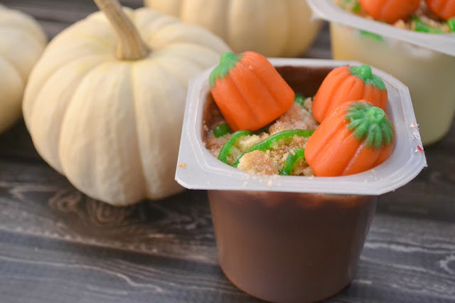 Pumpkin Patch Snack Pack Pudding Cups, Snack Packs, Halloween Snack Pack ideas, Halloween Pudding Cups, Pudding Cup Mix Ins, Creative Halloween Desserts,