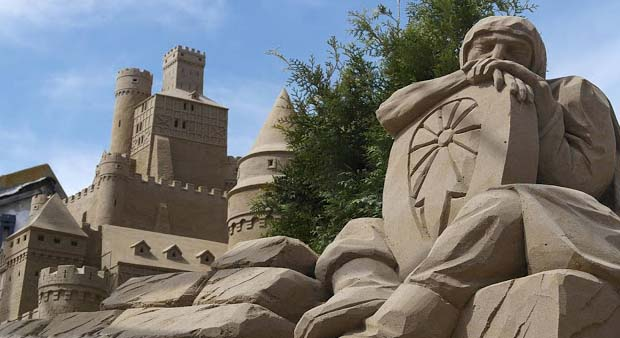 Almost certainly, all of us have constructed a castle from sand in our childhood, but in my opinion no one of us would have constructed a sand castle large enough to be able to really live in it. However, you have a chance to really live in the huge castle of sand every year in Holland throughout their sand sculptures festival season in September.