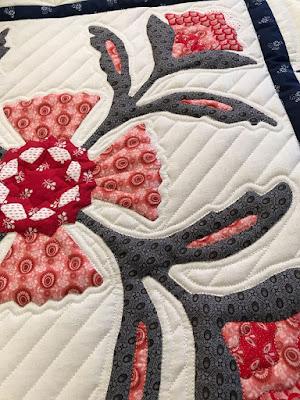 quilting around applique on Andrea's quilt