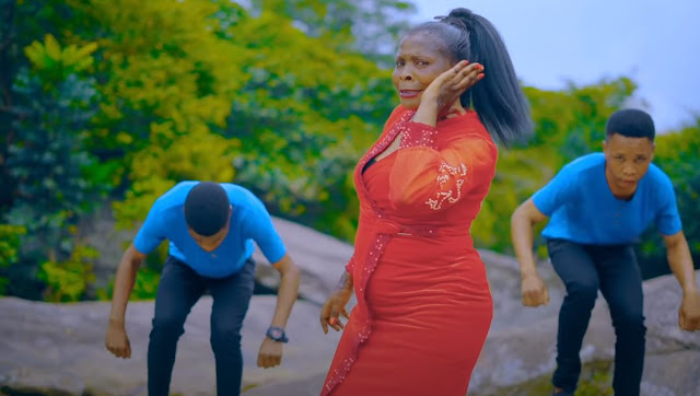 Gospel singer from Tanzania and East africa Rose Muhado, has released a new video.  'Bado' is the title given to the song by super gifted genius who is known all over as Rose Muhando on stage.