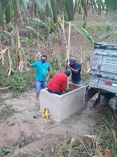 O prefeito da cidade de Pilõezinhos PB acompanha de limpeza e ver a vazão  do poço  que vai abastecer o sítio campineiro, zona rural da cidade.