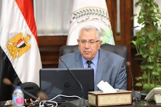 وزير الزراعة يشدد على متابعة زراعة محصول القمح وتحديث الري