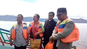 Lestarikan Danau Toba, HKBP Tabur Puluhan Ribu Ikan di Perairan Samosir