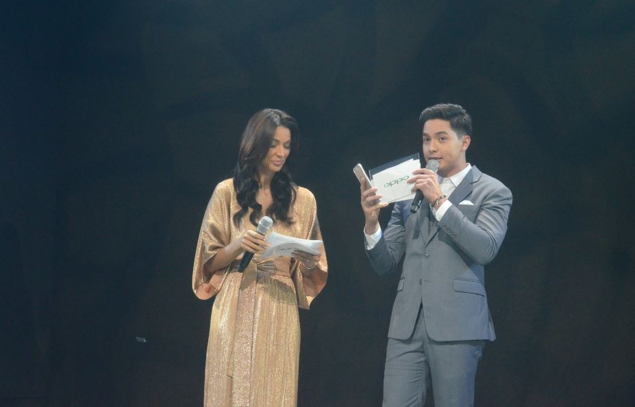 F3 Plus launch event host Joey Mead King with OPPO brand ambassador Alden Richards.