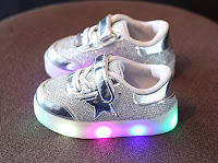 https://www.aliexpress.com/item/AI-LIANG-New-Spring-autumn-Children-Brand-Star-LED-Shoes-Light-Kids-Fashion-Sneakers-Boys-Girls/32849104542.html?spm=2114.search0104.3.16.450ced3fhsvxqg&ws_ab_test=searchweb0_0,searchweb201602_2_10152_10151_10065_10068_10344_10342_10343_10340_10341_10084_10083_10618_10304_10307_10302_10313_10059_10534_100031_10103_10627_10626_10624_10623_10622_10621_10620,searchweb201603_25,ppcSwitch_4&algo_expid=c2a4222e-dc8f-4c89-8f37-f69d2945d7c2-2&algo_pvid=c2a4222e-dc8f-4c89-8f37-f69d2945d7c2&priceBeautifyAB=0