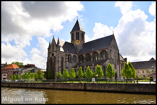Church-Lady-Pamele-Oudenaarde