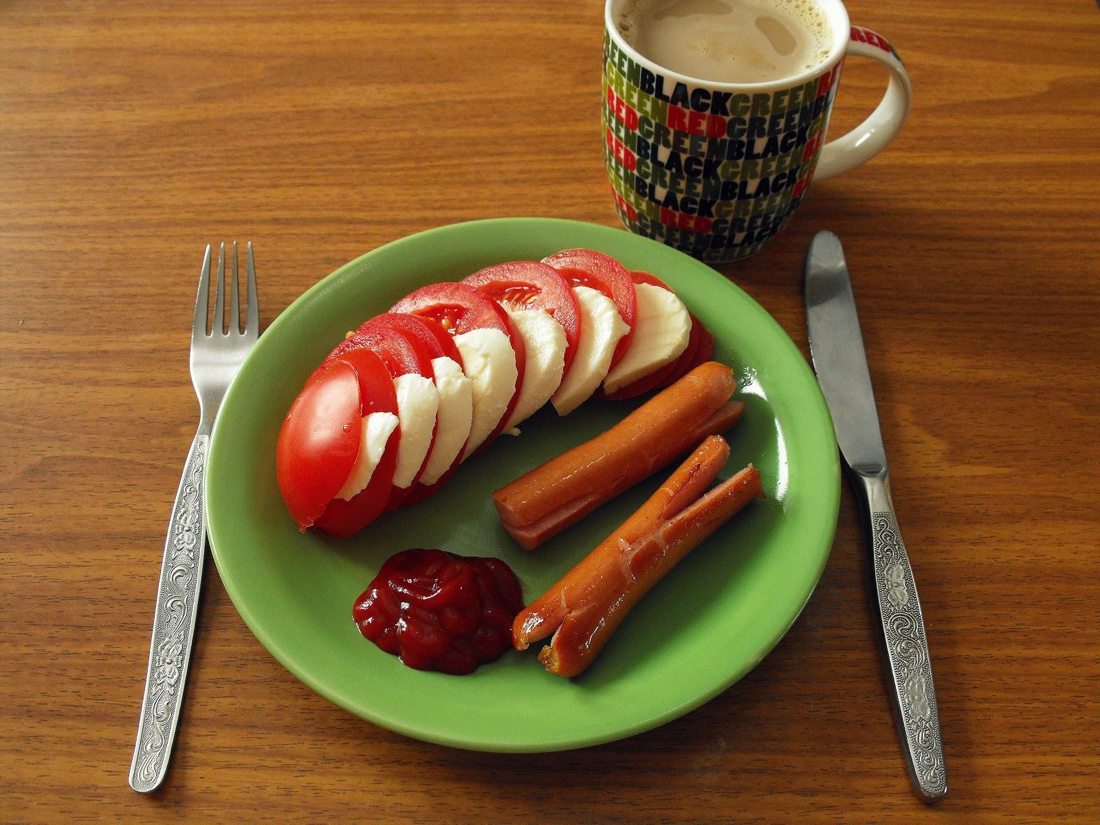 Znalezione obrazy dla zapytania pokaż stół zastawiony do śniadania.