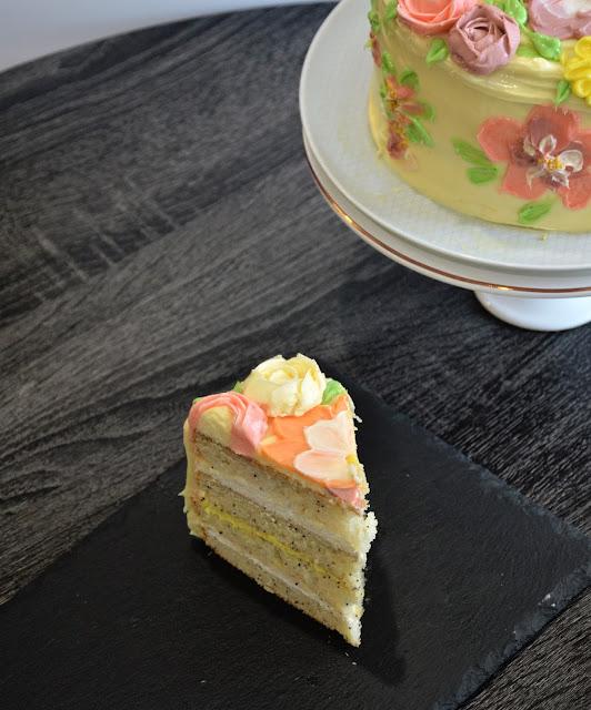 decorate eggless cake