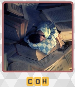 на книгах лежит и спит человек, книги больше самого персонажа