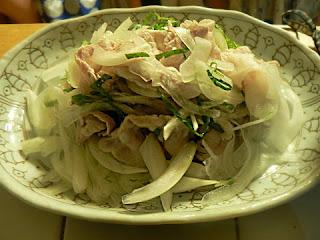 豚バラ玉ねぎサラダ完成