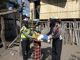 Satlantas Polres Jeneponto Tebar Sembako Untuk Warga Kurang Mampu di Desa Palajau