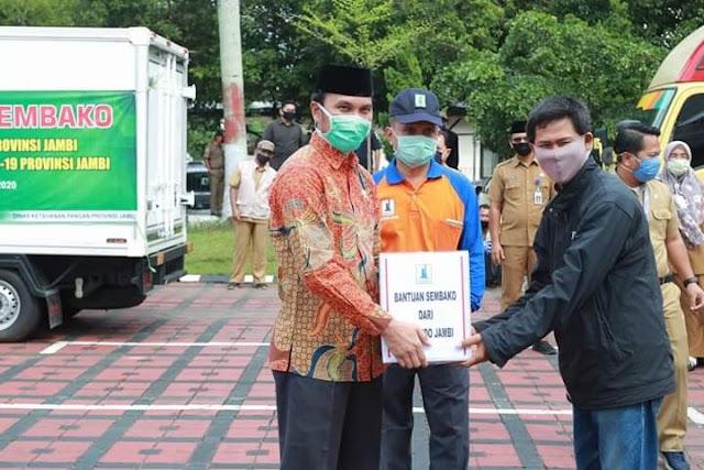 Pemprov Jambi Salurkan Bantuan Sembako ke Petani Karet
