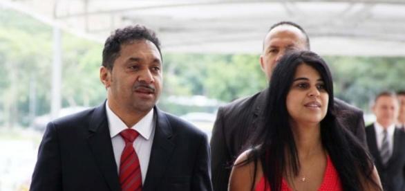 Veja: Esposa do deputado Tiririca manda recado para ex-babá