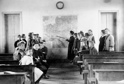 Ecole polonaise, Pas-de-Calais, 1920 (Photo Harlingue/Viollet)