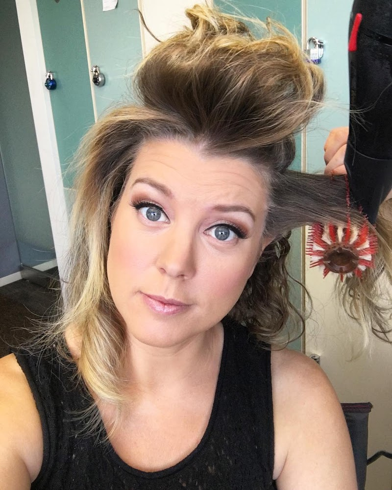 Brianna Keilar Social Media Clicks | Celebrity Photos Daily