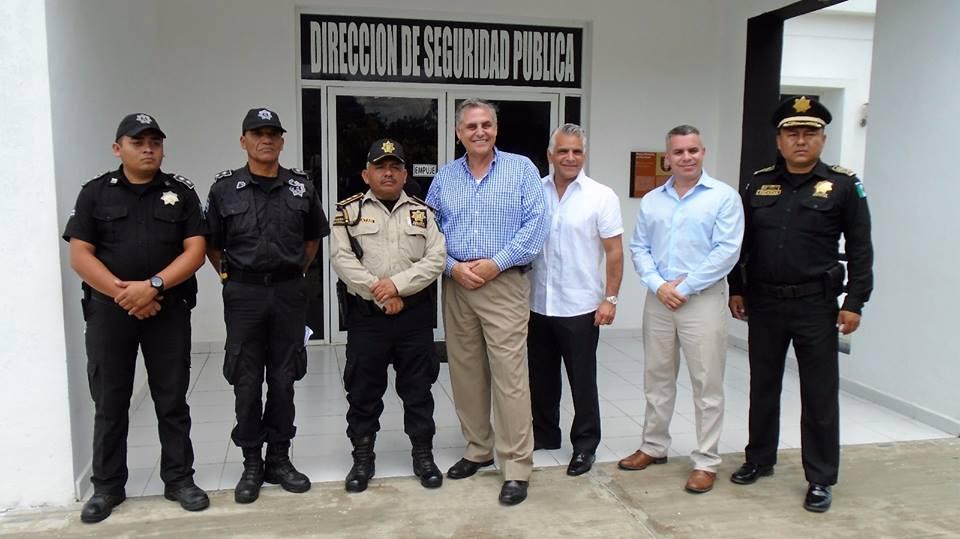 La raz n noticias jefe del departamento de la polic a de miami florida visita valladolid - Oficina del policia ...