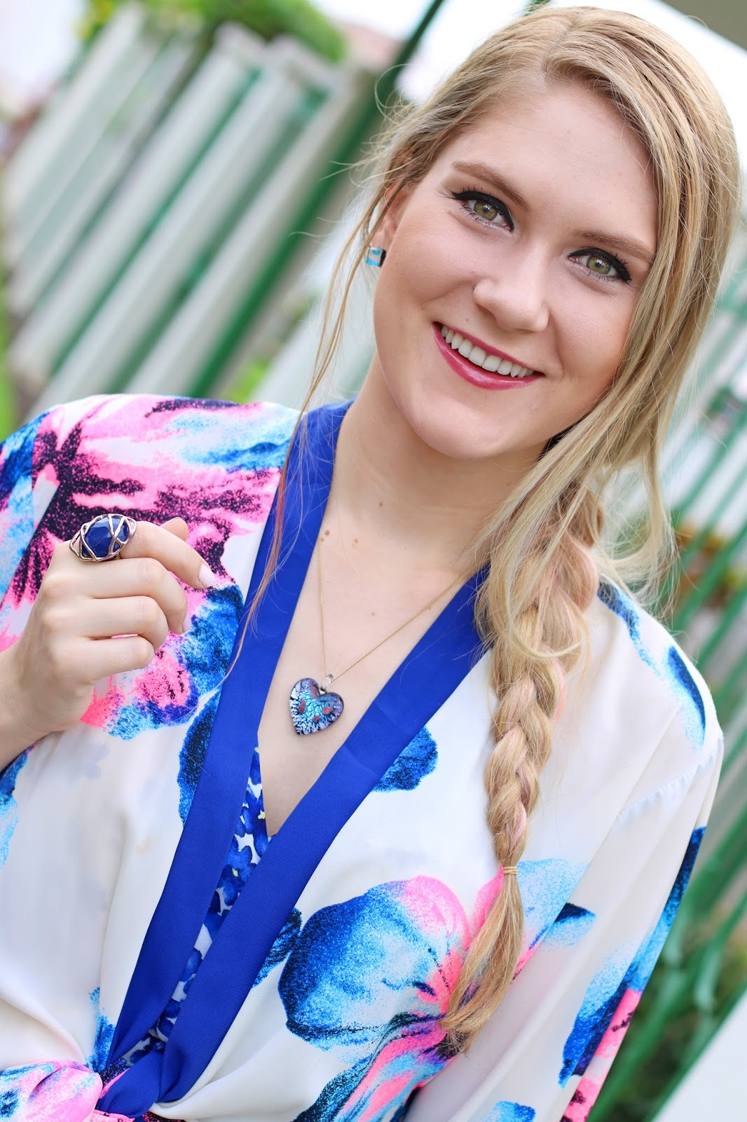 This romantic braid hairstyle is pretty and easy to do for Spring and Summer