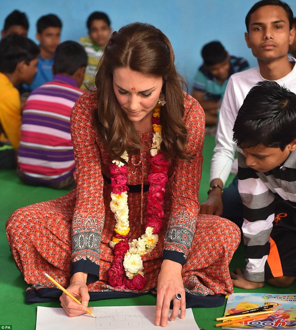 Kate Middleton wear chic bohemian dress for meeting with Indian street children
