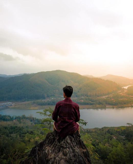 Bukit Watu Meja Banyumas: Lokasi, Rute, dan Harga Tiket