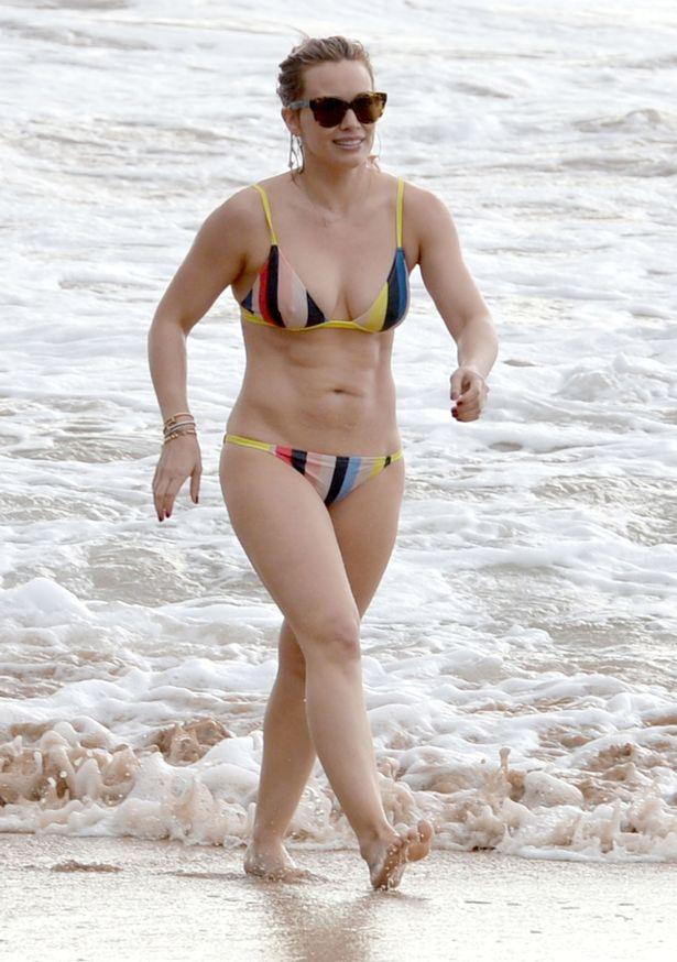 Hilary-Duff-shows-off-her-bikini-body-on-the-beach-in-Maui-Hawaii