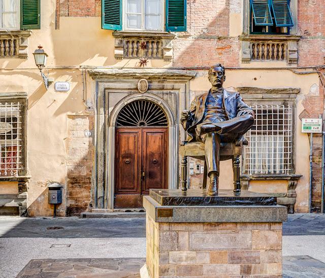 Estatua de Puccini en Lucca, Toscana