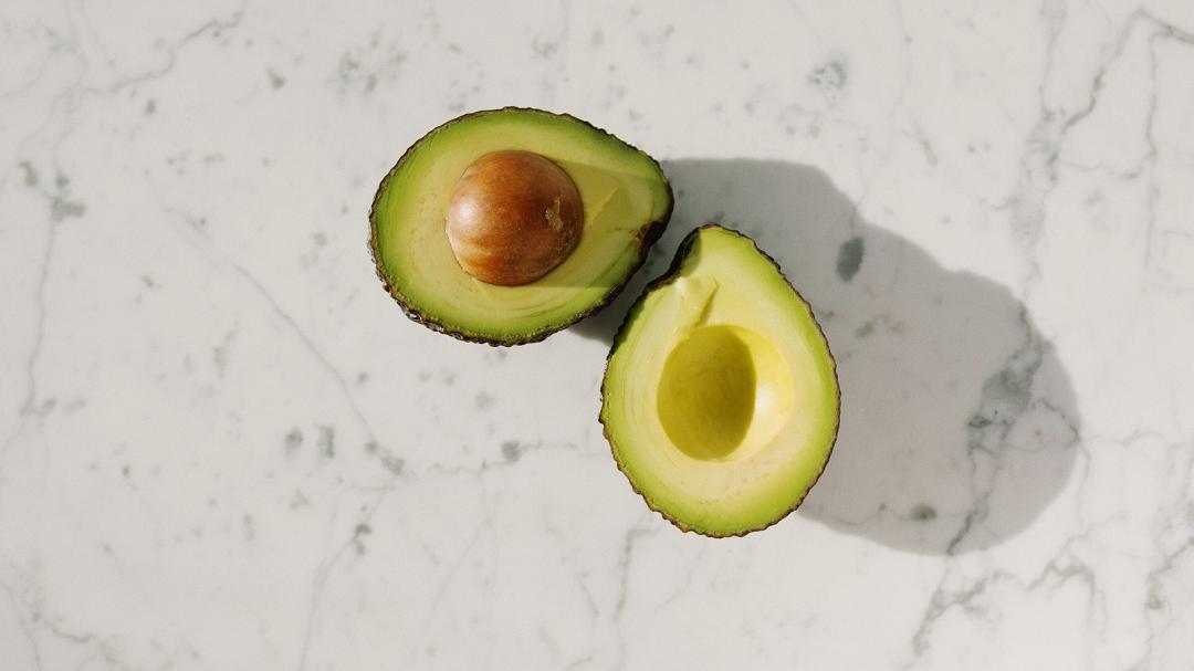 cara atasi rambut gugur - avocado