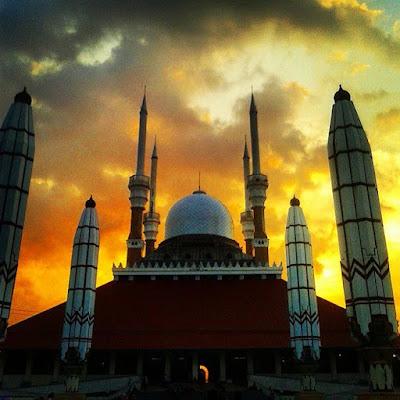 foto senja di masjid agung jawa tengah