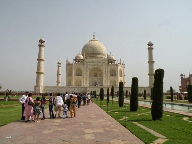 Taj Mahal mausoleum by betitu