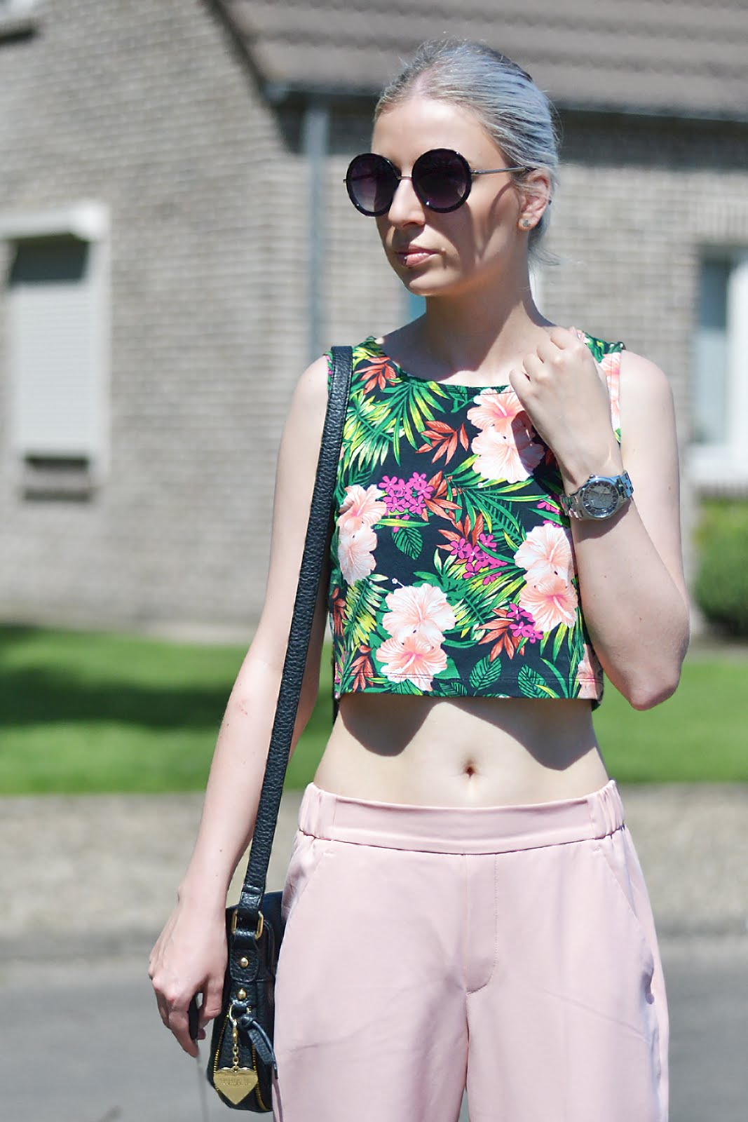 Pink trousers, floral, crop top, round sunglasses, outfit, marc b bags, forever 21, zara