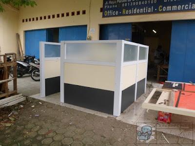 Desain Meja Sekat Kantor Terbaru 2021 + Furniture Semarang ( Desain Interior )